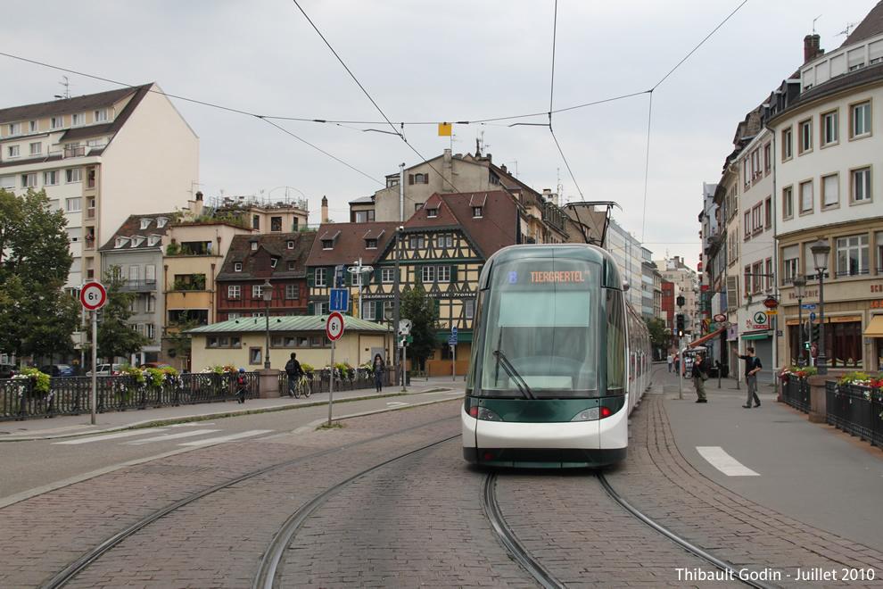 strasbourg tram b. Black Bedroom Furniture Sets. Home Design Ideas